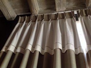 Double rideaux pour porte d 39 entr e atelier du barrou for Rideaux de porte d entree isolant